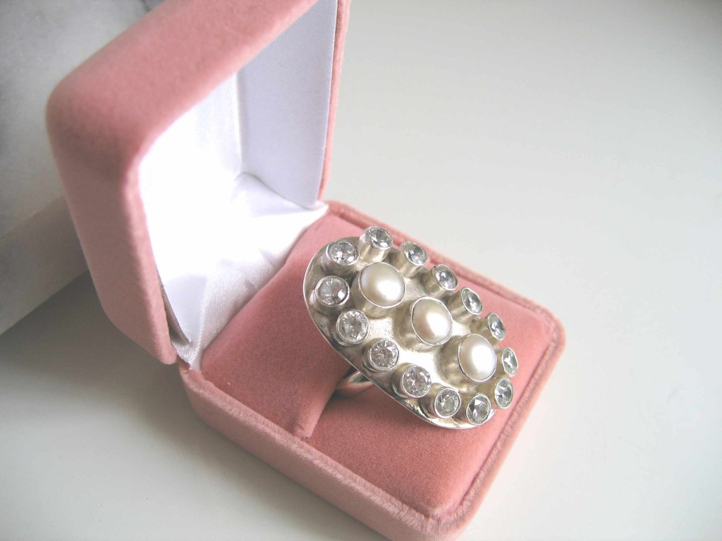 RS0011 White Pearl Ring