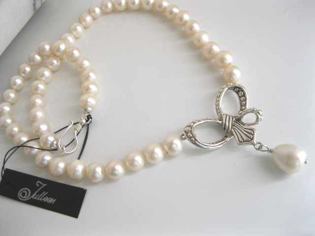 Do you love a Bow in your jewellery? How about Pearls and Bows?
