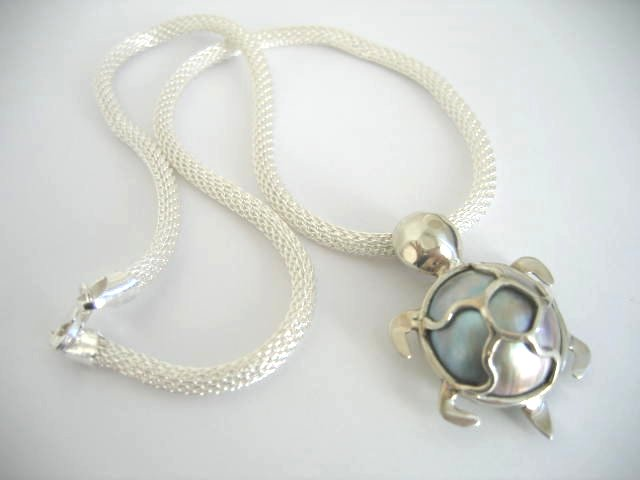 Mabe Pearl Turtle Pendant