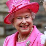 queen-elizabeth-pearl-earings-pink-hat