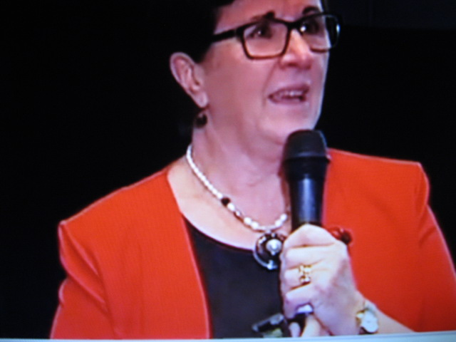 A Julleen Pearl Necklace worn by Maggie Dent