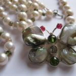 butterfly-pendant-pearl-necklace
