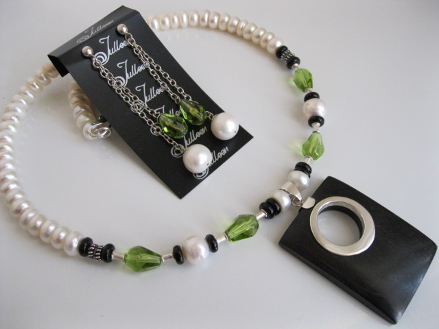 Pearl Jewellery with a touch of Black and Green