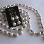 pretty- black-and-white-long-necklace-Julleen